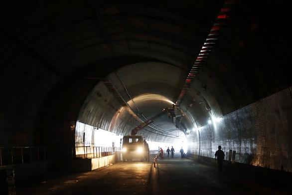 Hầm đường bộ Đèo Cù Mông vận hành sử dụng trước Tết Kỷ Hợi 2019 - Ảnh 1.